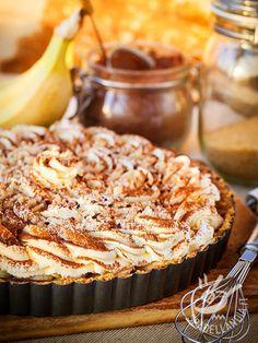 La Crostata di banane e cioccolato è una vera squisitezza da forno. Buonissima da gustare ma anche bellissima da presentare sulla tavola!