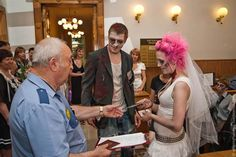 5 Zombie Wedding Photos | Pinterest Humor - Halloween Takeover | http://pinteresthumor.com/zombie-wedding-photos