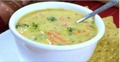 The detox soup that cleanses and fights inflammation, belly fat and disease. Eat as much as you want! The detox soup that cleanses and fights inflammation, belly fat and disease. Eat as much as you want! Broccoli Cheese Soup, Broccoli Cheddar, Cheddar Cheese, Fresh Broccoli, Cream Of Broccoli Soup, Spinach Soup, Vegan Cheese, Cheddar Soup Recipe, Sopa Detox