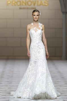 CAREZZA dress. Atelier Pronovias 2015.