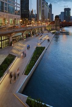 Chicago Riverwalk,© Kate Joyce Studios