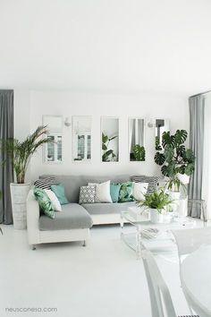 Reforma duplex: Salones de estilo mediterráneo de Neus Conesa Diseño de Interiores
