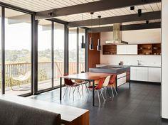 Eichler Update simply by Michael Hennessey - http://www.interiordesign2014.com/interior-design-ideas/eichler-update-simply-by-michael-hennessey/