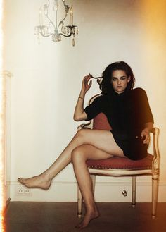 Kristen Stewart this is by far the most horrible picture of her!