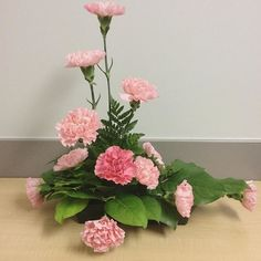 【flossy_flowers】さんのInstagramをピンしています。 《Floral arrangement of today~  Asymmetrical triangle L shape》