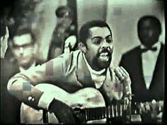 """1967 - Gilberto Gil - Domingo no Parque - 2011 Video da apresentação de Gilberto Gil cantando """"Domingo no Parque"""" no festival de música popular da record em 1967."""