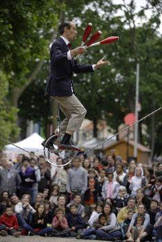 Parades : le festival des arts de la rue de Nanterre : Clowns, arts du cirque, musique, marionnettes, danse, installation : tous ces arts sont à l'honneur à Nanterre, à deux pas de Paris, lors du festival Parade(s). Ce rendez-vous entièrement gratuit est l'un des premiers festivals des arts de la rue en France.