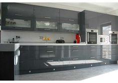 Akrilik Mutfak Dolapları Ile Tasarlanmış Harika Mutfak - Shiny grey kitchen cabinets