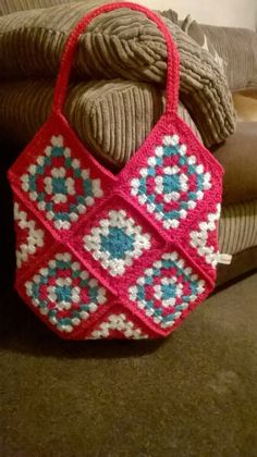 Crochet granny square boho tote shoulder bag bag boho crochet granny shoulder square tote crochet granny square mug cozy tutorial Bag Crochet, Crochet Baby Booties, Crochet Handbags, Crochet Purses, Crochet Granny, Cute Crochet, Crochet Stitches, Crochet Patterns, Sac Granny Square