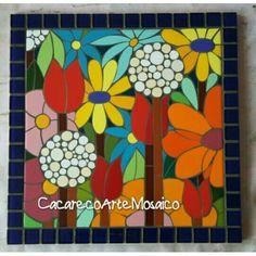 Mosaico em azulejos e pastilhas sobre MDF. 30 x 30