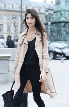 Tres chic black ensemble and accessories with nude trench.
