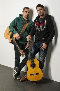 Τα ΚΙΤΡΙΝΑ ΠΟΔΗΛΑΤΑ «με δυο κιθάρες...» περιοδεύουν σε όλη την Ελλάδα...