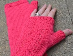 Free+Knitting+Pattern+-+Fingerless+Gloves+&+Mitts:+Knit+Women's+Lacy+Mitts