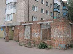 Скандальну чернігівську будівлю нарешті знесуть? Вже упродовж кількох років мешканці будинку по вулиці Івана Мазепи 10 страждали через недобудову магазину який перетворився на «громадський туалет» під їхніми вікнами.  {{AutoHashTags}} http://pro.cn.ua/ua/news/19949