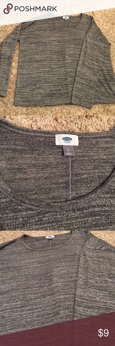 Heather Grey Top Old Navy! Super comfy and light weight. Size large Old Navy Tops Tees - Long Sleeve