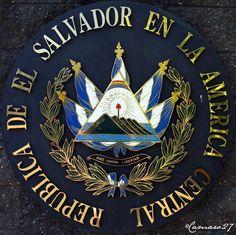 El bello y elegante escudo de El Salvador