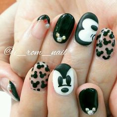 Creative Micky mouse nail art, simple black and white. Disney nail