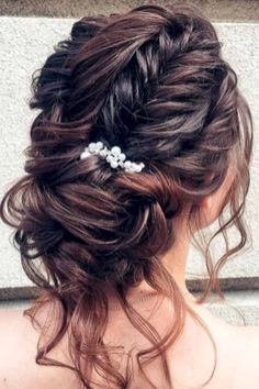 Stunning bridal updos ideas to makes you look beautiful and elegant 22
