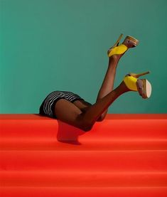 Beautiful Fashion Photography by Julia Galdo homage to Guy Bourdin? Guy Bourdin, Color Photography, Fashion Photography, Go To New York, Foto Art, Mode Style, Color Inspiration, Fashion Inspiration, Editorial Fashion