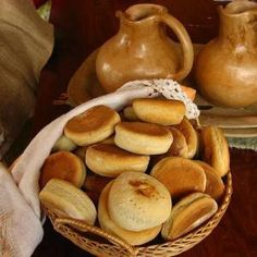 Learn how to make pan Casero (Homemade Bread Rolls) with this delicious and easy recipe. This recipe is for Chilean style pan casero, which literally means homemade. How To Make Bread, Food To Make, Chilean Recipes, Chilean Food, Salty Foods, Food Staples, Bread Rolls, Rolls Recipe, Tray Bakes