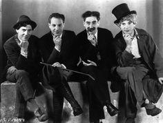 """""""No reírse de nada es de tontos, reírse de todo es de estúpidos""""Groucho Marx."""