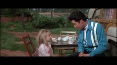 Speedway = Elvis Presley . Scéne du film Avec  Victoria Meyerin