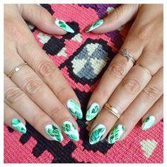 Banana leaf print nails by Mei