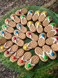 Nutter butter and m&m sandals for summer party Flip Flop Cookie, Snacks Für Party, Pool Party Recipes, Beach Party Foods, Beach Themed Snacks, Luau Party Desserts, Luau Snacks, Hawaiian Party Decorations, Snacks Kids