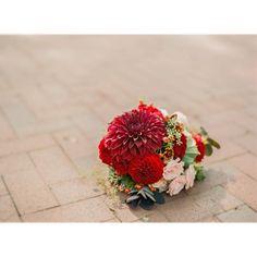 gorgeous days and gorgeous bouquets #farmersdaughter #weddingday #goldenhourportraits #pghwedding #pittsburghwedding #pittsburghweddingphotography #succopconservancy #krystalhealyphotography