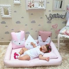 Quarto de Bebe Montessoriano: 50 photos of decorating Baby Bedroom, Baby Room Decor, Nursery Room, Girl Nursery, Girl Room, Girls Bedroom, Baby Room Neutral, Baby Pillows, Baby Boy Nurseries