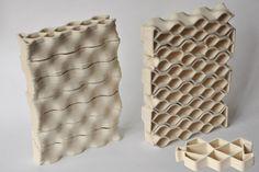 O arquiteto Brian Peters recentemente adaptou impressoras 3D para produzir tijolos vazados de cerâmica que são bastante parecidos com os cobogós brasileiros. Cada elemento construtivo demora 15 minutos para ser impresso. Por isso que o criador acha que, por enquanto, não existe uma vantagem competitiva com os materiais já disponíveis no mercado. http://www.bimbon.com.br/arquitetura/cobogos_feitos_em_impressora_3d