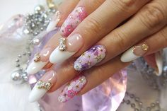 Japanese Nail Art: embedded dried flowers + nail jewels