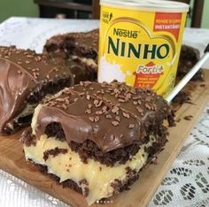 Bolo no Pote. Sweet Recipes, Cake Recipes, Dessert Recipes, Love Eat, Love Food, Delicious Desserts, Yummy Food, Food Cravings, Food Cakes