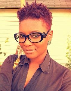 Looking for natural short hairstyles for black women? Find a full photo gallery and different styles of natural short hair to get brand new inspirations. Tapered Twa, Tapered Natural Hair, Twa Hairstyles, Pretty Hairstyles, Black Hairstyles, Twa Haircuts, Woman Hairstyles, Hairdos, Curly Hair Styles