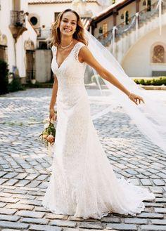 Se você tem o biotipo triângulo (quadril mais largo que os ombros), confira as dicas para escolher o vestido ideal para o seu corpo e ficar deslumbrante no altar.    Clique aqui: http://www.blacktie.com.br/blog/escolha-o-vestido-ideal-corpo-triangulo/