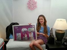 disco de platina violetta - Pesquisa Google Disney Channel, Violetta And Leon, Barbara Palvin, All You Need Is Love, Frame, Home Decor, Style, Selfie, Queen