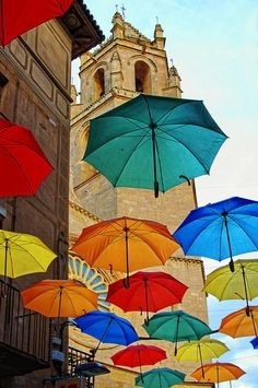 Street Umbrellas in Reus, Spain back parking lot cover? Beautiful Places To Visit, Oh The Places You'll Go, Beautiful World, Places To Travel, Umbrella Street, Umbrella Art, Feel Good Pictures, Writing Pictures, Spain Holidays