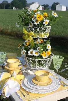.Great Spring Look For Table!