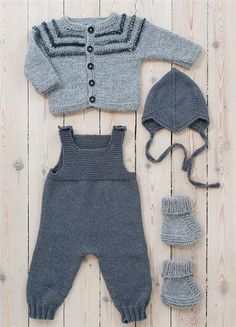 Next Previous Baby overall in Sandnesgarn Duo. The other items in the picture are also available in the booklet but are to be listed separately on Ravelry. Next Previous Nr 7 Sparkebukse pattern by Sandnes Design erkek bebek gri füme örgü takım Source Baby Boy Knitting, Knitting For Kids, Baby Knitting Patterns, Baby Patterns, Free Knitting, Baby Dungarees, Baby Jumpsuit, Baby Dress, Knitted Baby Clothes