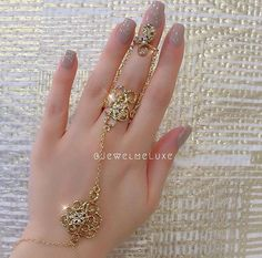 Beautiful Jewelry Designs And Ideas Indian Jewelry Earrings, Jewelry Design Earrings, Hand Jewelry, Amethyst Jewelry, Jewelry Rings, Antique Jewellery Designs, Fancy Jewellery, Gold Jewellery Design, Gold Jewelry Simple