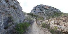 Canal du Verdon et Chapelle Sainte-Maxime - par Provence-Guide.net Week End En Amoureux, Chapelle, Water, Outdoor, Sport, Ruins, France, House, Gripe Water