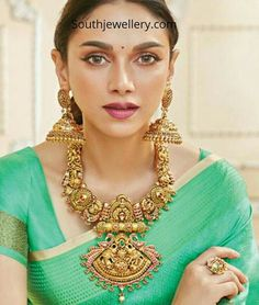 Gold Temple Jewellery, Saree Jewellery, Gold Jewellery Design, Gold Jewelry, Gold Necklaces, Antique Jewelry, Indian Jewelry Earrings, Indian Wedding Jewelry, India Jewelry