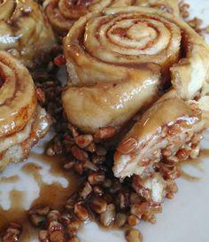 Brown Sugar Pecan Cinnamon Rolls from Baby Boy Bakery Just Desserts, Delicious Desserts, Dessert Recipes, Yummy Food, Think Food, Love Food, Pecan Cinnamon Rolls, Pecan Rolls, Sugared Pecans