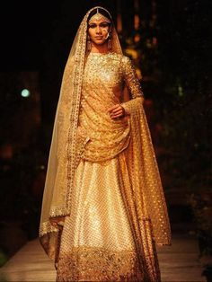 Sabyasachi PCJ Delhi Couture Week Breathtakingly beautiful and timeless golden lehenga. Sabyasachi Lehenga Bridal, Lehenga Choli, Anarkali, Bridal Sarees, Lakme Fashion Week, India Fashion, Asian Fashion, Fashion 2016, Indian Dresses