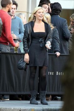 Chelsy Davy Photos: Chelsy Davy with friends in Sloane Square, London