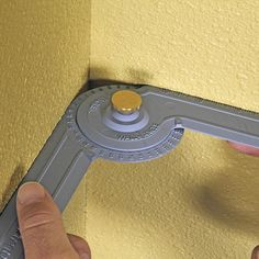 The Crown-Pro™ comes with an adjustable Angle Finder that easily shows you the exact angle of inside and outside corners. Plus, you can use the Angle Finder to check the spring angle of your crown molding.