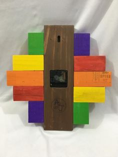 Colorful no ticking eco-friendly recycled wood wall clock modern design - Colorido reloj de pared en Rustic Design, Modern Design, Diy Clock, Clock Wall, Wood Clocks, Recycled Wood, Stone Art, Wall Design, Recycling