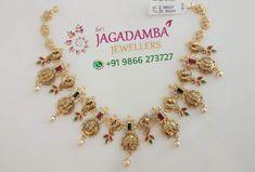 Stunning gold necklace with chaandbali pendant. Necklace with dancing peacock motifs. Necklace with Ram parivar kasu hangings. Indian Jewelry Earrings, Gold Bridal Earrings, Gold Rings Jewelry, Bridal Jewelry, Jewelry Sets, Diamond Jewelry, Beaded Jewelry, Jewelry Necklaces, Gold Necklace Simple