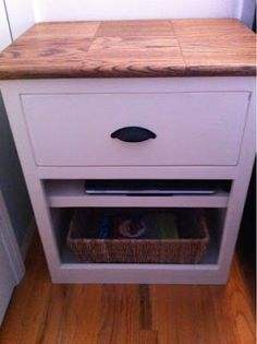 I've gotta make this...Love it. Great instruction on how-to build a nightstand from sctrach