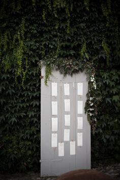 Door Table Plan Seating Rustic Romantic Pink Paderna Italy Wedding http://www.infraordinario.it/